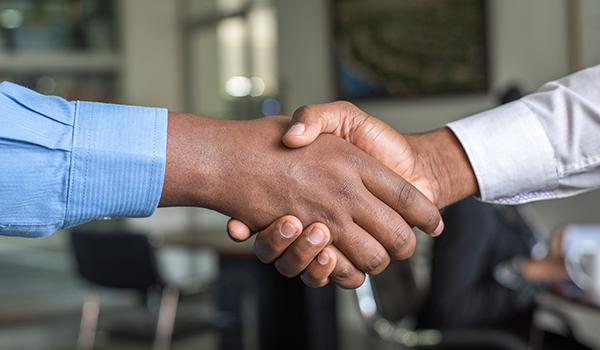 As 9 melhores técnicas de abordagem ao cliente: entenda como encantar seus clientes no primeiro contato