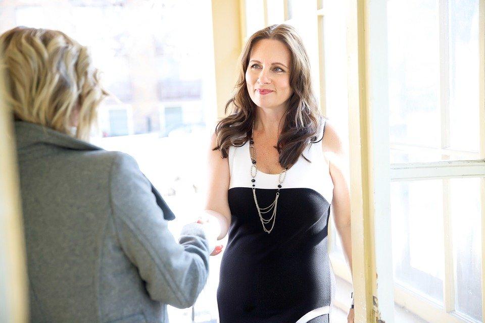 Oferecer elogios por alta performance: como dar feedback para vendedores