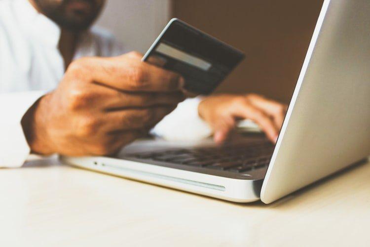 Aprenda como aumentar as vendas online com atitudes de um verdadeiro vendedor de alta performance