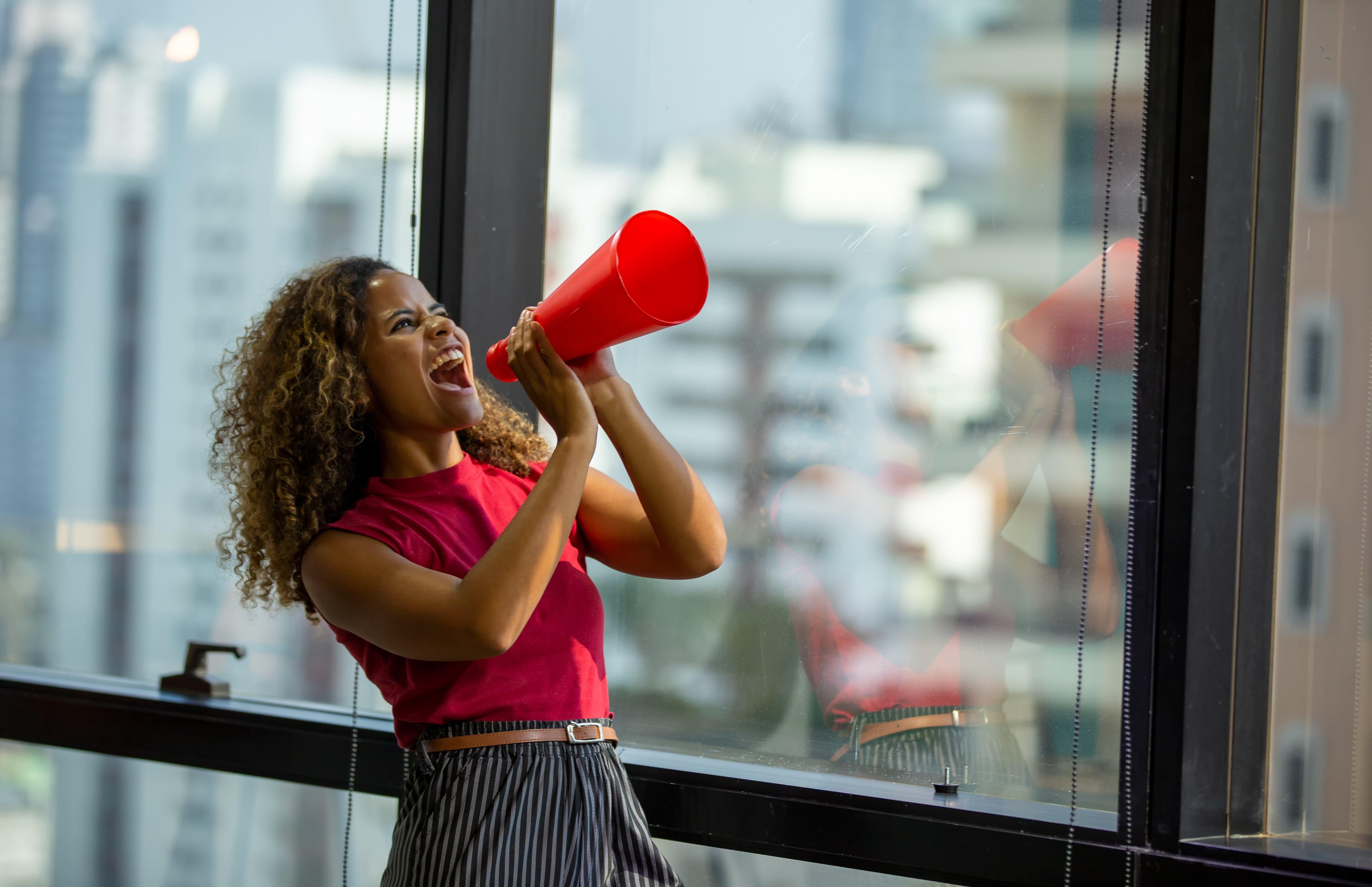 Como desenvolver um grito de guerra para vendedor e motivar a sua equipe + exemplos!